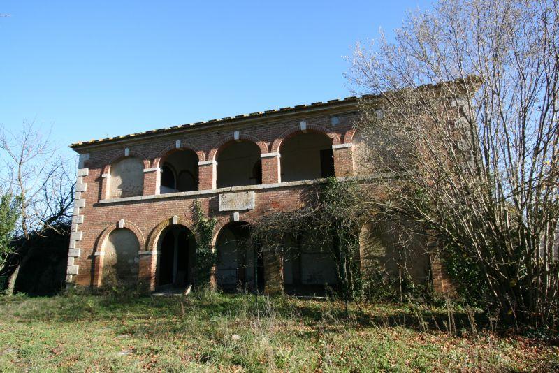 Prestigioso casale da ristrutturare in vendita a pochi da Rapolano terme