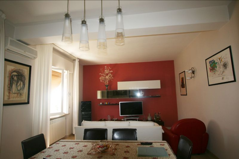 Sinalunga (parte alta) vendesi appartamento di mq 95 con ingresso condominiale al secondo