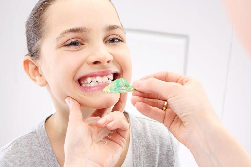Offerta apparecchio bimbi fisso mobile per bambini-Promozione dentista pediatrico Reggio Emilia