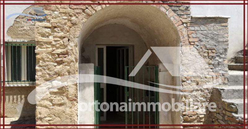 ORTONAIMMOBILIARE - Offerta vendita caratteristico fabbricato da ultimare periferia di Ortona