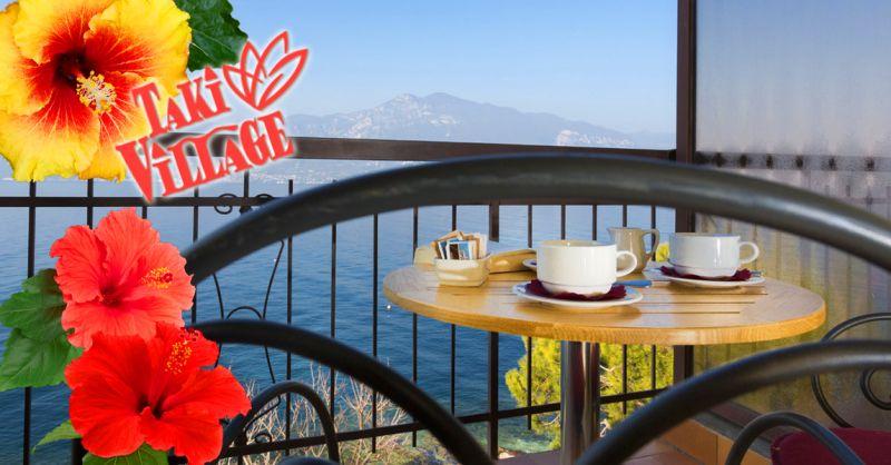 TAKI VILLAGE - Offerta pernottamento dormire in hotel sul Lago di Garda con vista lago